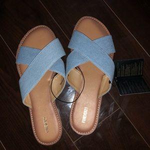 Size 9 // Forever 21 slip on sandals